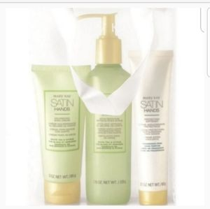 NEW full size Mary Kay Satin Hands Pampering set